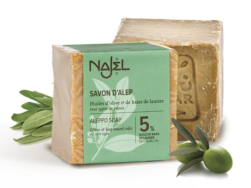 N/A Keine Anzeichen von alkalischer Seife. 5% Lorbeeröl und 95% Olivenöl. 2000 Jahre altes Rezept, 0,001% Alkali! 200 g
